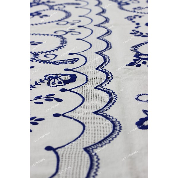3,0x1,70-TABLECLOTH IN WHITE LINEN EMBROIDERED IN BLUE AND WITH SIEVE STITCH BAR