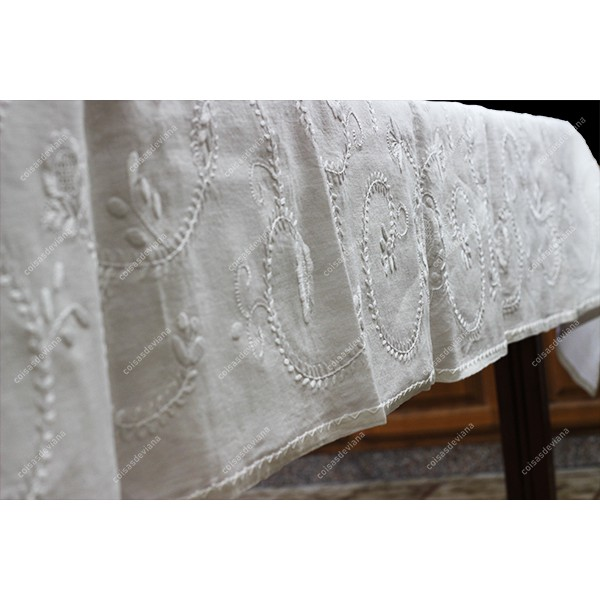 2,50x1,70-TABLECLOTH IN WHITE LINEN EMBROIDERED IN WHITE AND WITH SIEVE STITCH BAR