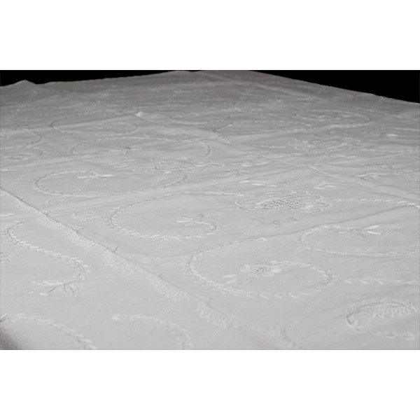 2,0x2,0-TABLECLOTH IN COTTON EMBROIDERED IN WHITE